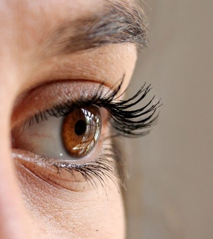 7 Essential Ways To Protect Eye Health | www.naturallyhealthynews.com