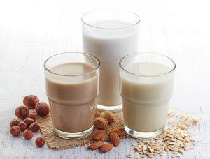 3 Delicious Non-Dairy Alternatives To Enjoy On National Milk Day | www.naturallyhealthynews.com