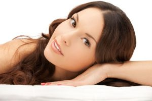 6 Natural Anti-Aging Techniques To Hold Back The Years | www.naturallyhealthynews.com