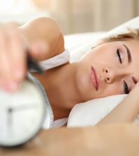 Struggling with Insomnia? Here's How To Get A Good Night's Sleep | www.naturallyhealthynews.com