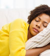 7 Healthy Tips For a Good Night's Sleep | www.naturallyhealthynews.com