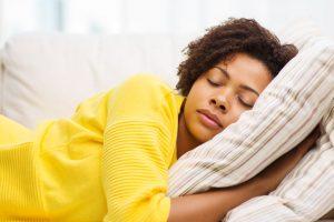 7 Healthy Tips For a Good Night's Sleep | www.naturallyhealthynews.com