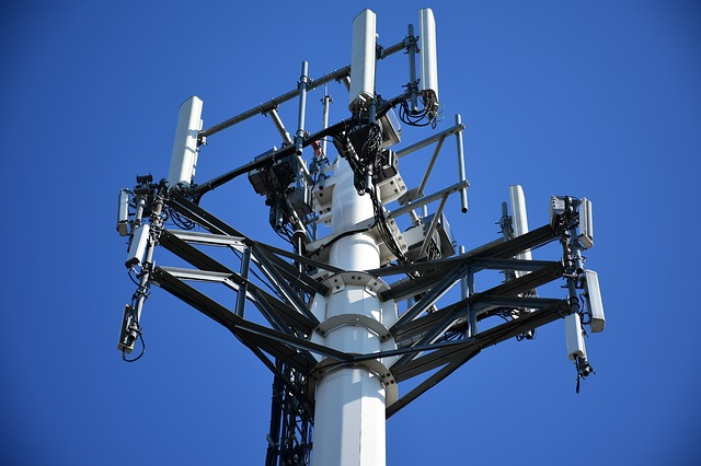 California's Health 'At Risk' Due To Controversial Cell Phone Towers Bill