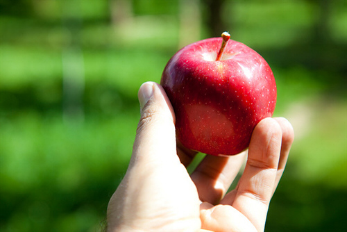 Eating Apples and Tomatoes Can Protect Your Lung Health