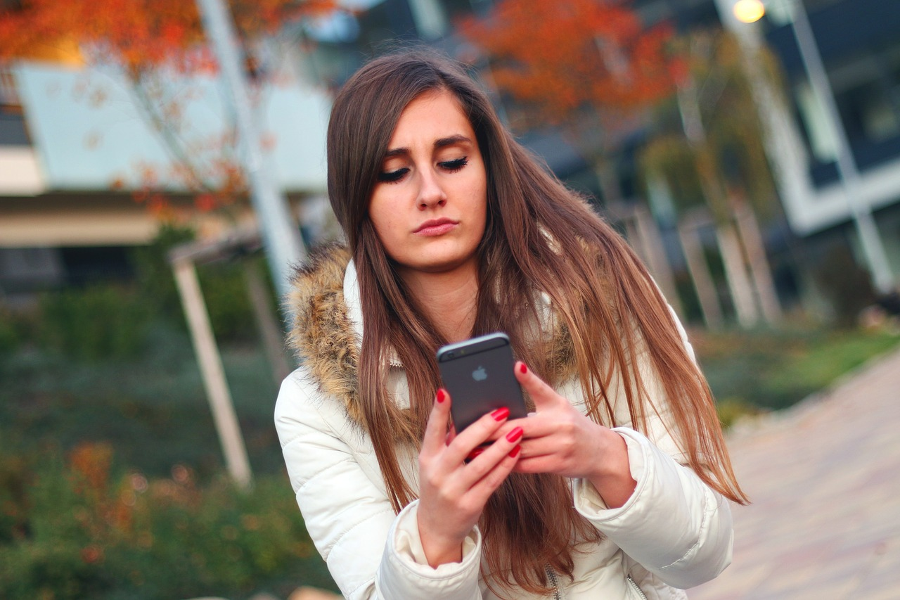 Using Your Cell Phone Increases Your Risk Of Anxiety And Depression